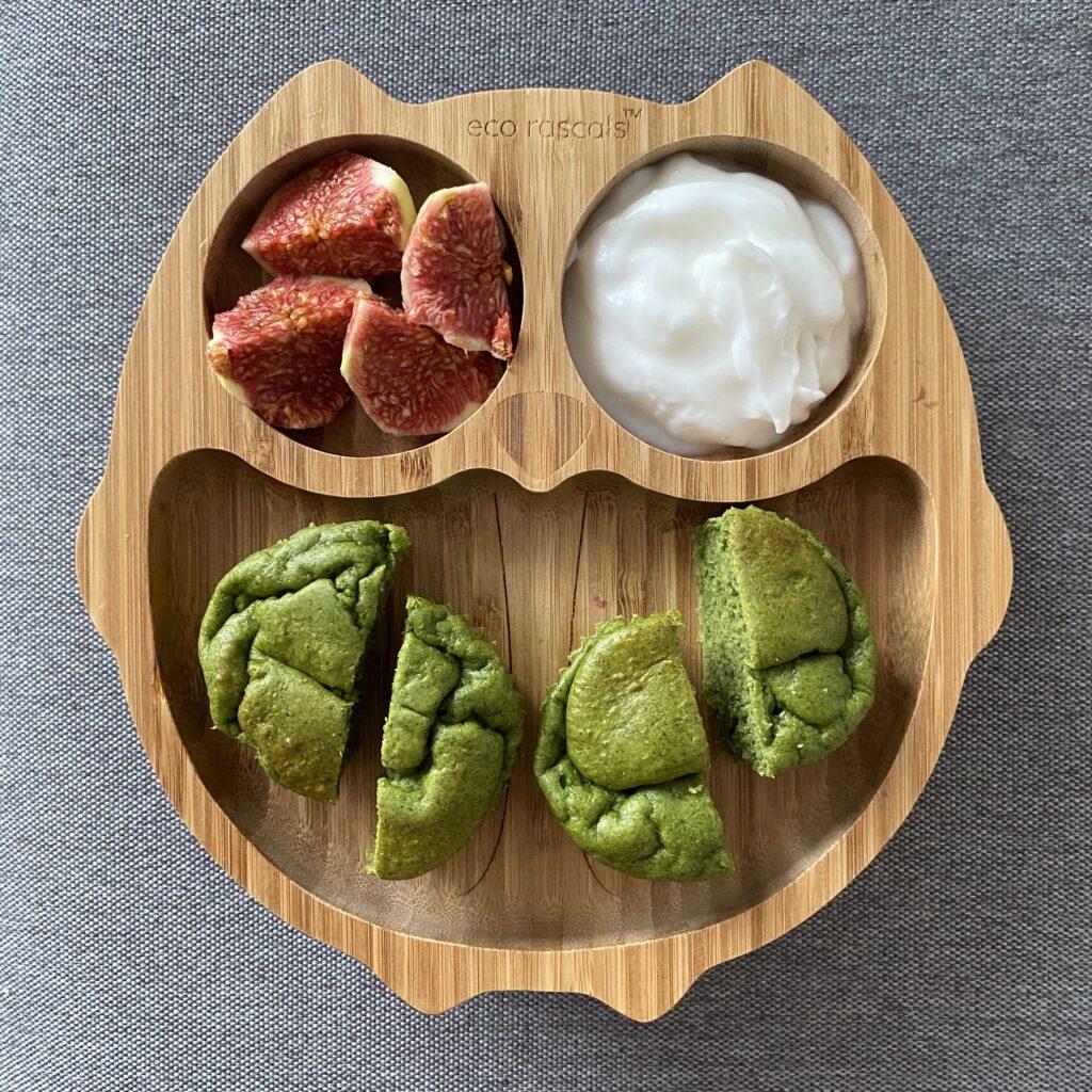 muffinki szpinakowe zjogurtem kokosowym iświeżą figą